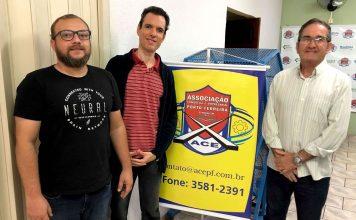Na foto, da esquerda para a direita: Anderson Liberali - Presidente Regional ComEcomm, Leandro Gentina - Presidente ACEPF, Dimas J. S. Franco - Gerente Adm./Executivo ACEPF.